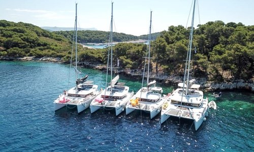 40 guests enjoyed aboard 4 excellent catamarans